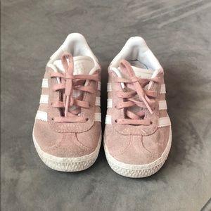 Kids light pink addidas